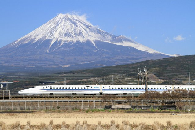 today-the-newest-bullet-trains-can-make-the-trip-in-just-two-and