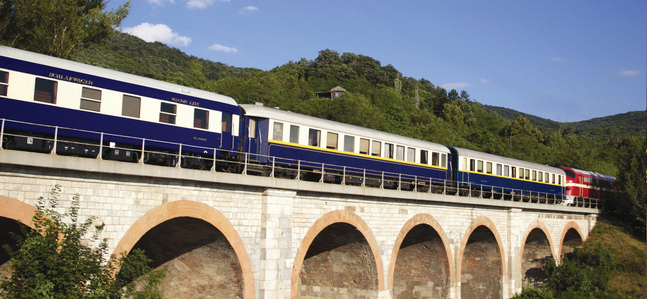 golden-eagle-luxury-train-02